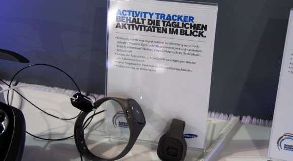 samsung-s-band-activity-tracker-rdsho14-580x320 Samsung Roadshow 2014: Activity Tracker (S Band) kommt für 80 € auf den Markt Gadgets Hardware Samsung