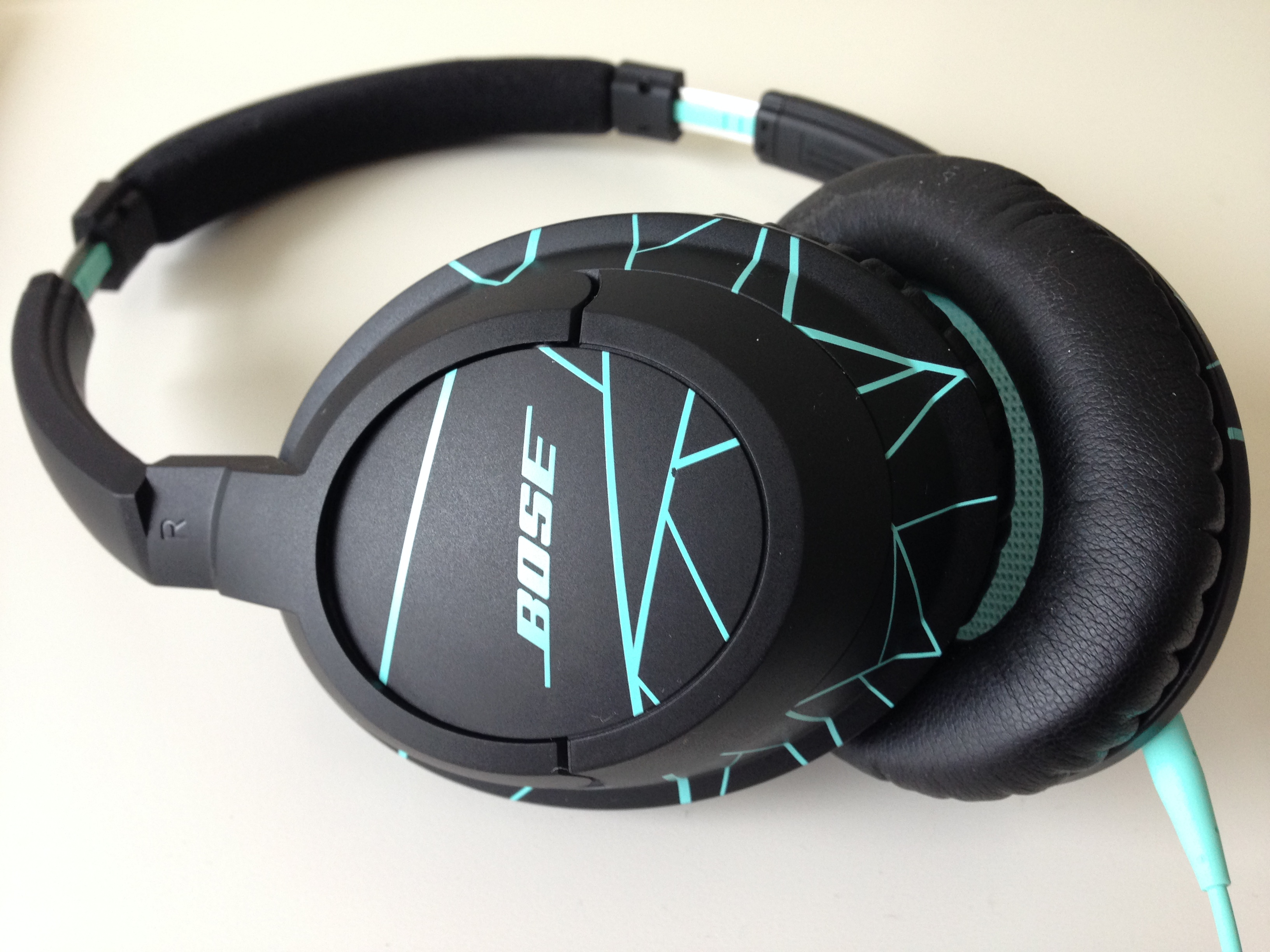 bose soundtrue around ear headphones im test der perfekte. Black Bedroom Furniture Sets. Home Design Ideas
