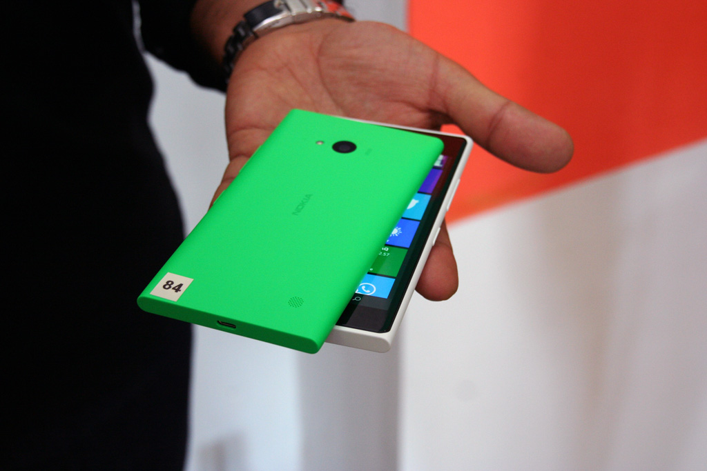 nokia-lumia-730-735-gruen-weiss Microsofts Selfie-Phone Nokia Lumia 735 startet in Deutschland Technology