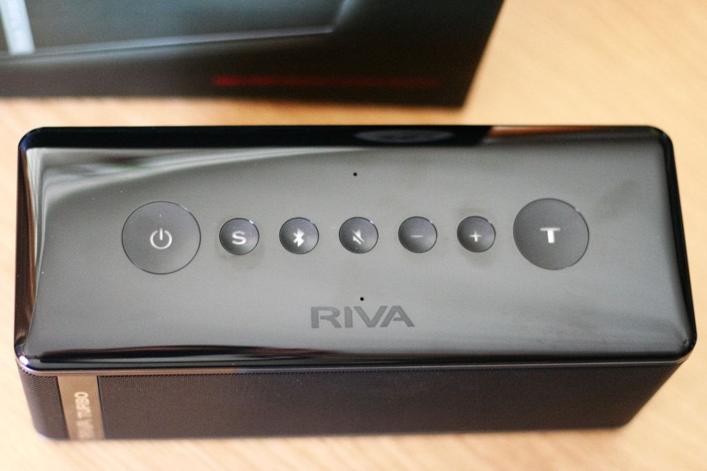riva-turbo-x-touch-knöpfe RIVA TURBO X Bluetooth-Lautsprecher im Test + Gewinnspiel Audio Bluetooth-Lautsprecher Featured Hardware Reviews Testberichte