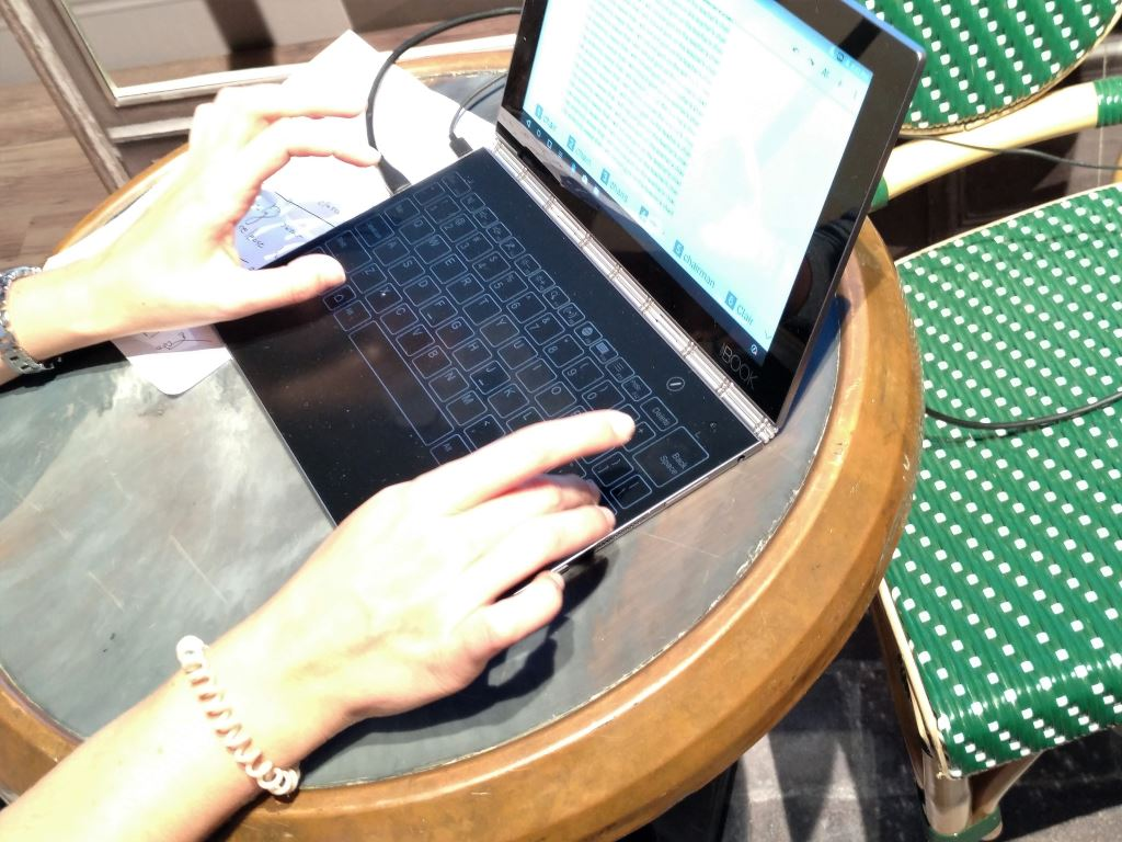 lenovo-yoga-book-halo-keyboard [IFA 2016] Lenovo zeigt Yoga Book, Yoga 910, Yoga Tab 3 Plus & Miix 510 Computer Gadgets Google Android Hardware Tablet Technology Windows