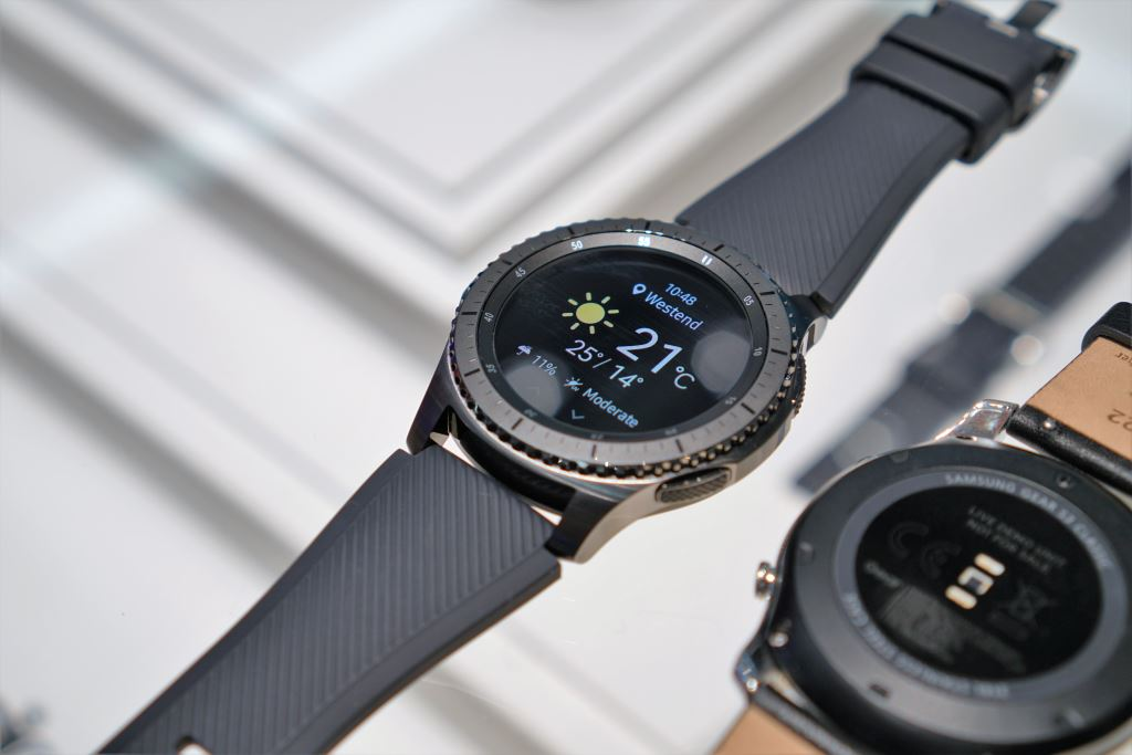samsung-gear-s3-frontier [IFA 2016] Samsung Gear S3 - die beste Smartwatch für Android-Smartphones, kommt ohne Android Wear Gadgets Hardware Samsung Smartwatches Technology Tizen Wearables YouTube Videos
