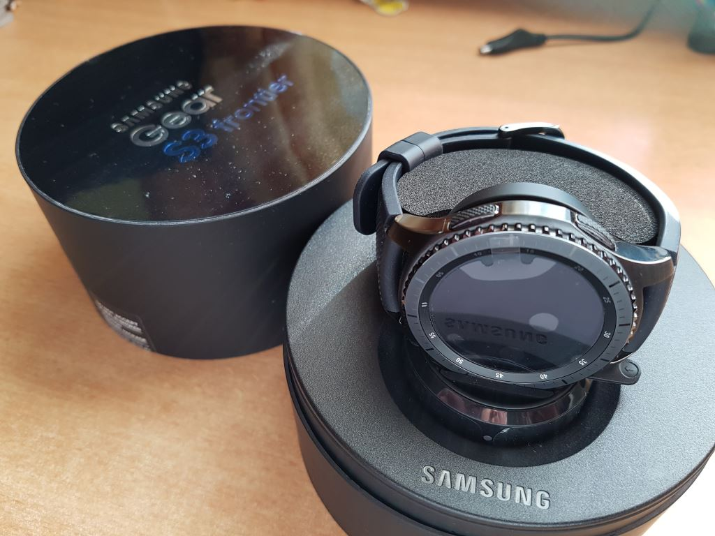 samsung-gear-s3-frontier-packung Samsung Gear S3 frontier - Die Thronfolgerin im Test Gadgets Gefeatured Samsung Smartwatches Technologie Testberichte Tizen Wearables