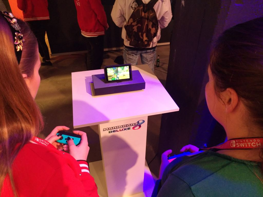 nintendo-switch-table-mode Nintendo Switch - Das Gaming-Tablet unter der Lupe Entertainment Featured Gadgets Games Hardware Spielekonsolen Switch Tablet Technology