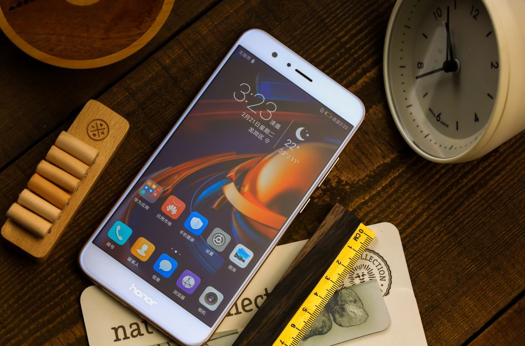 honor-8-pro-gold-front Hätten Huawei Mate 9 und P10 Plus ein Baby, es hieße Honor 8 Pro Gadgets Google Android Honor Smartphones Technologie