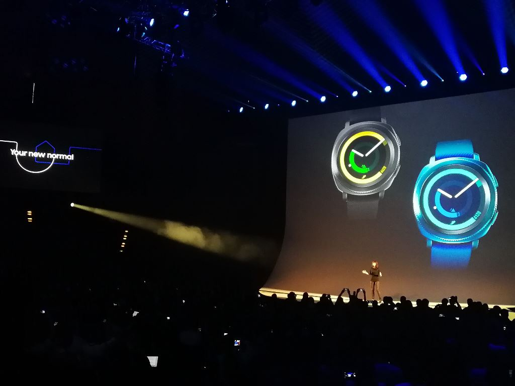 samsung-gear-sport-tempodrom [IFA 2017] Samsung Gears Up - neue Wearables für den Herbst Audio Gadgets Google Android In-Ear Kopfhörer Samsung Smartwatches Technology Tizen Wearables YouTube Videos