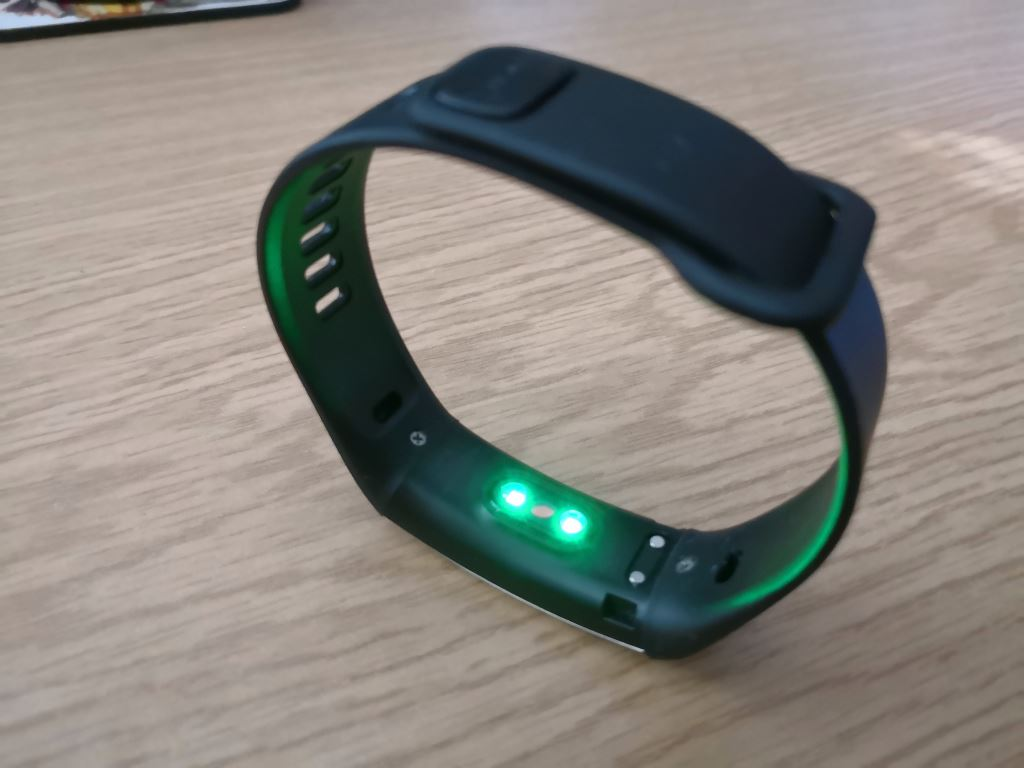huawei-band-2-hf-sensor HUAWEI Band 2 Pro - der Gesundheits- und Fitnesstracker mit GPS im Test Accessoires Apple iOS Featured Gadgets Google Android Hardware Reviews Testberichte Wearables YouTube Videos