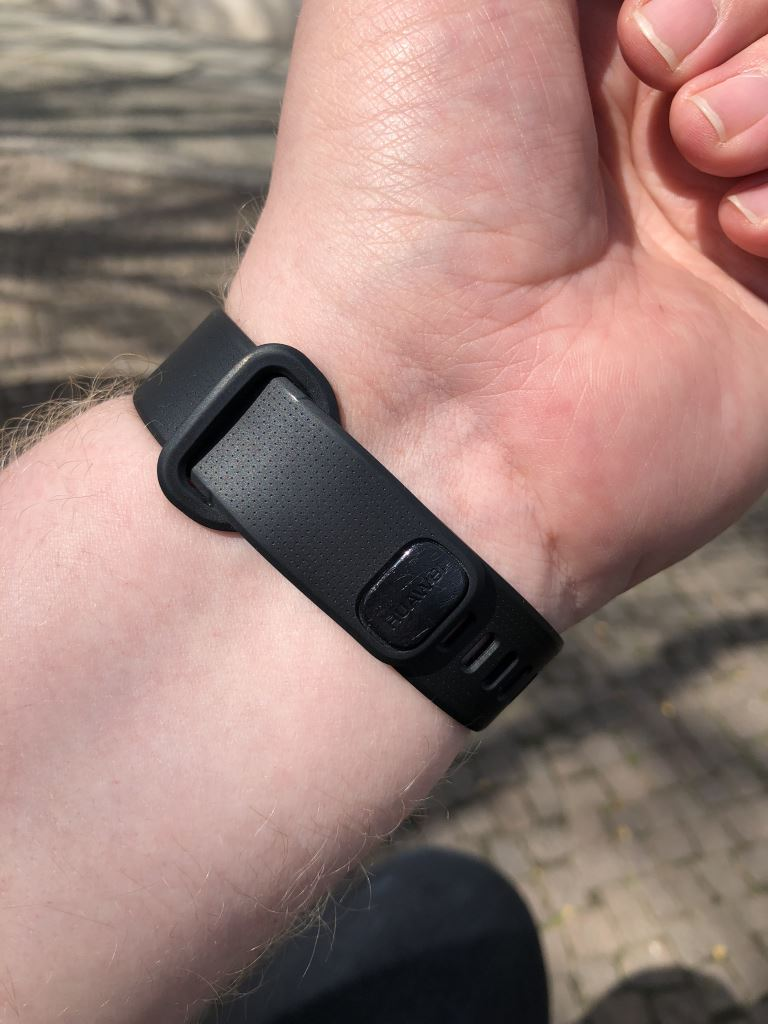 huawei-band-2-pro-handgelenk_2 HUAWEI Band 2 Pro - der Gesundheits- und Fitnesstracker mit GPS im Test Accessoires Apple iOS Featured Gadgets Google Android Hardware Reviews Testberichte Wearables YouTube Videos