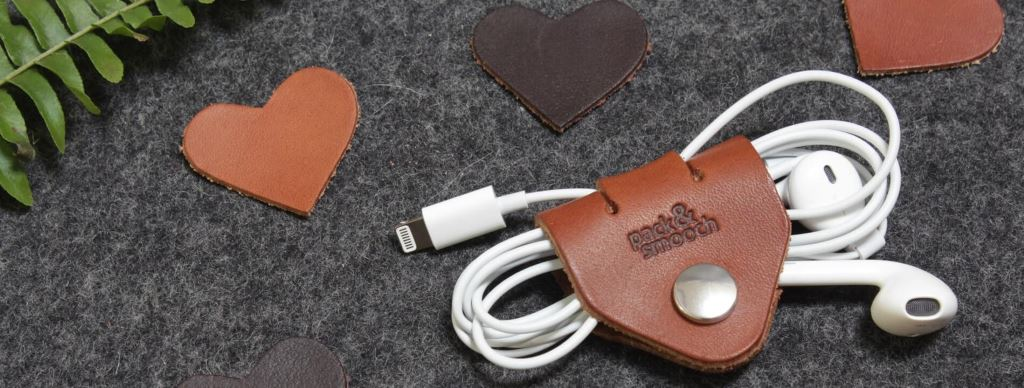 Valentinstag-geschenke-leder-kopfhoerer-kabelhalter-pack-smooch Test: Pack & Smooch Hampshire - iPad-Filzhülle Accessoires Apple iPad Featured Gadgets Reviews Tablet Testberichte Wearables Webtipps