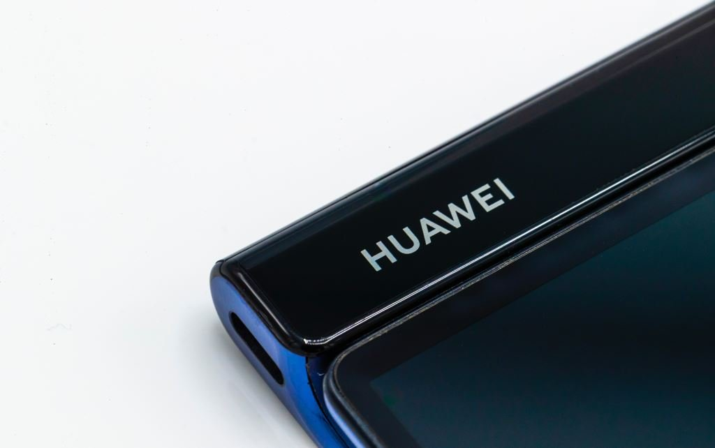 huawei-mate-x-usb-c MWC 2019: HUAWEI Mate X - faltbares 5G-Smartphone vorgestellt Google Android Hardware Huawei MWC 2019 Smartphones Tablet Technology YouTube Videos